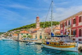 Почивка на остров Брач – с най-красивите плажове на Адриатика